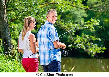 young párosít, halászat, vagy, horgászás, álló, képben látható, folyó, tengerpart