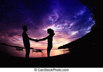 young párosít, romantikus, színhely, közül, szeret, képben látható, a, tengerpart.