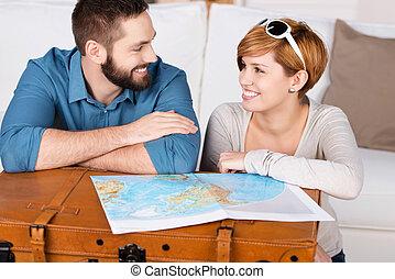 young párosít, tervezés, egy, utazás