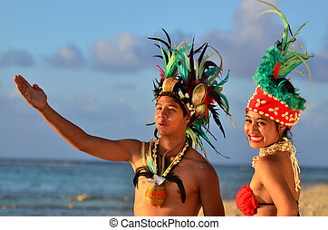 Young Polynesian Pacific Island Tahitian Dancers Couple - ...