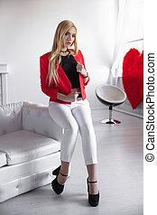 Young pretty woman posing ina studio