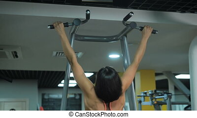 Young sexe sport girl at the gym - Young sexy brunette does...
