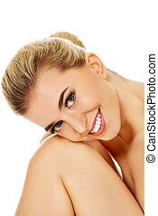 Young smile naked mwoman sitting on the floor