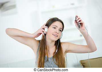 young woman listening to her mp3
