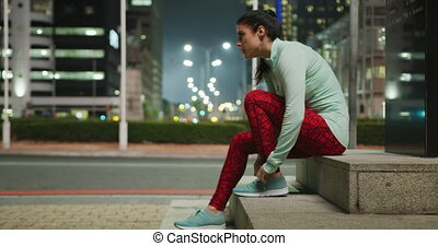 Young woman preparing to run - Side view of a fit Caucasian ...