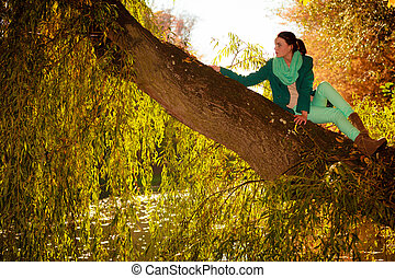 young woman relaxing in autumnal park.
