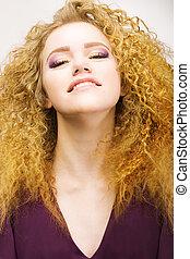 youth., belleza, retrato, de, muy ensortijado, pelo rojo, mujer, closeup., bastante, sonrisa