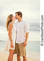 západ slunce, dvojice, pláž, láska, mládě
