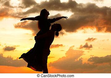 západ slunce, dvojice, silueta, láska