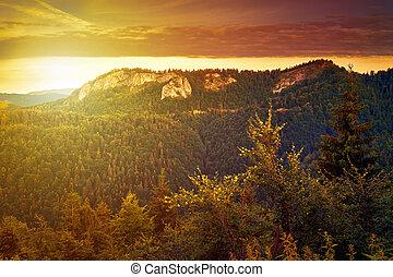 západ slunce, hory
