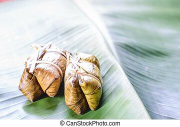 zöld rizs, levél növényen, banán, párolt