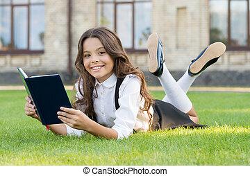 zöld, think., kevés, könyv, olvas, kipiheni magát, gyermek, book., elér, boldog, álmodik, big., nagy, grass., kicsi, dream., create., dreamer., -e, lány olvas, learn.