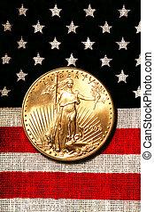 złoty, amerykański orzeł, na, amerykańska bandera, znaki, i, symbolika