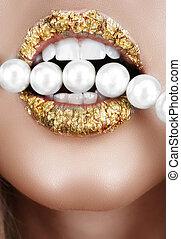 złoty liść, usta, z, pearls.
