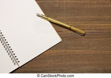 złoty, notatnik, pióro, drewno, czysty, stół, strona