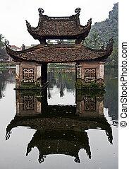 zředit vodou chrám