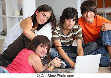 zabawa, dom, laptop, nastolatki, posiadanie