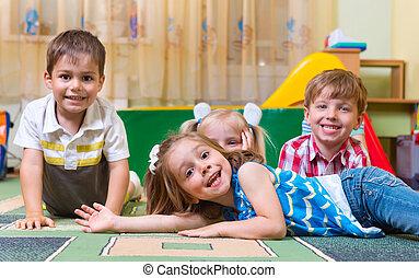 zabawa, dom, szczęśliwy, dzieci, posiadanie