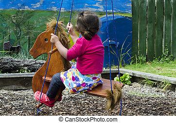 zabawka, dziewczyna, mały, zmarszczenie, koń
