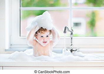 zabawny, dziewczyna niemowlęcia, interpretacja, z, woda, i,...