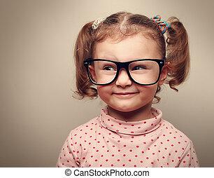 zabawny, koźlę, dziewczyna, w, okulary, kibicując, opróżniać, kopiować przestrzeń, i, thinking., instagram, skutek