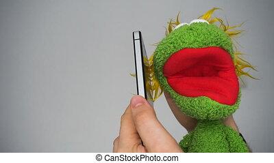 zabawny, smartphone, zielony, marionetka, mówiąc