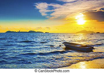 zachód słońca, łódka, morski brzeg morza