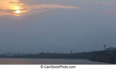zachód słońca, blisko, hidirlik, wieża, w, kas, miasto, w, antalya, timelapse, z, prospekt, od, port, marynarka, zatoka, jest, niejaki, stare miasto