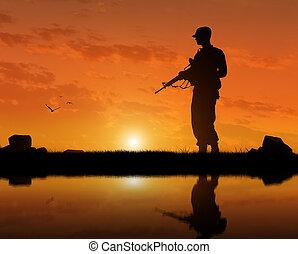 zachód słońca, broń, terrorysta, sylwetka, rzeka