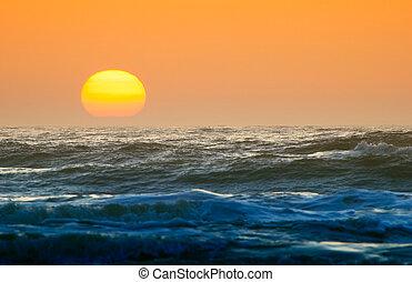 zachód słońca, do góry szczelnie