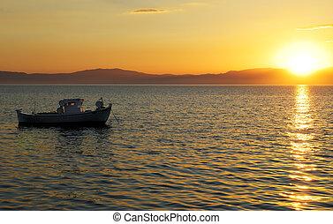 zachód słońca, kuter rybacki