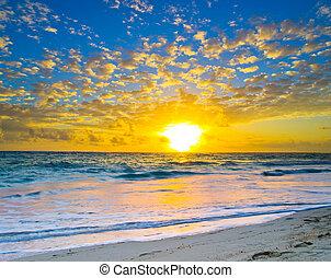 zachód słońca, nad, przedimek określony przed rzeczownikami, morze