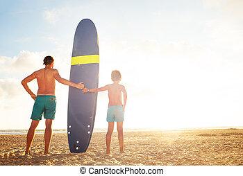 zachód słońca, ojciec, syn, stać, deska, fale przybrzeżne, na