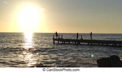 zachód słońca, rybak, molo