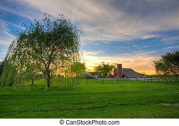 zagroda, zachód słońca
