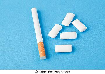 zahnfleisch, zigarette, kauen