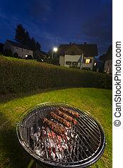 zahrada, večírek při pečení selete
