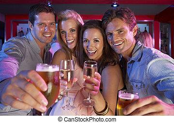 zajęty, bar, ludzie, młody, zabawa, grupa, posiadanie