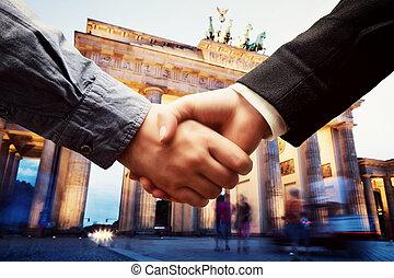 zakelijk, brandenburg poort, handdruk, achtergrond., berlin.