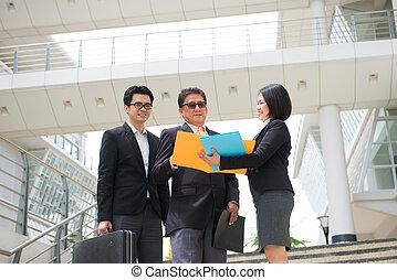 zakelijk, ceo, kantoorteam, berichtgeving, aziaat, senior, backgrou