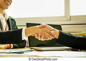 zakelijk, succesvolle , kantoor., overeenkomst, handen te schudden