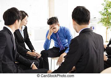 zakelijk, terneergeslagen, verdrietige , gedurende, vergadering, man