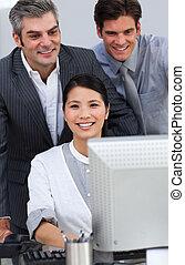 zakelijk, werkende mensen , positief, samen, computer