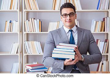 zakelijk, wet, student, met, menigte van boeekt, werkende , in, bibliotheek