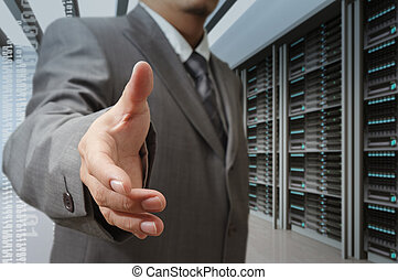 zakenlieden, aanbod, hand schud, in, een, technologie, gegevensmidden