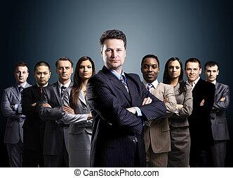 zakenlieden, zakelijk, op, achtergrond, jonge, team, staand...