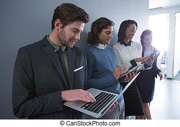 zakenlui, artikelen & hulpmiddelen, team, gebruik, elektronisch
