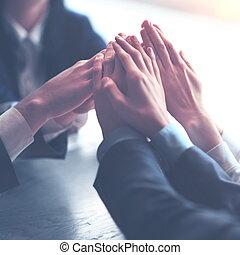 zakenlui, beeld, elkaar, handen, bovenzijde