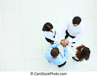 zakenlui, bovenzijde, samen, hun, handen, cirkel, aanzicht