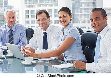 zakenlui, brainstorming